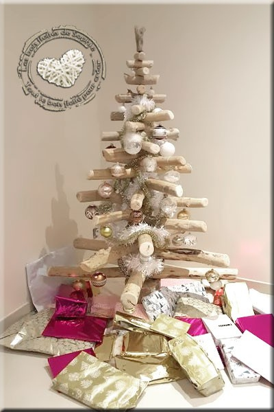 Sapins en bois flotté pour un Noël créatif et écologique