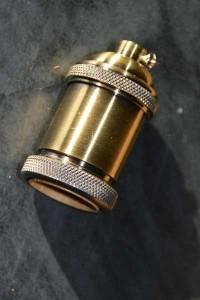 Douille électrique aluminium E27 .