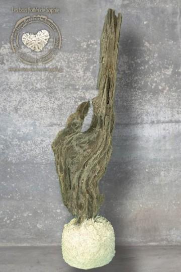 Sculpture en bois flotté aux formes insolites